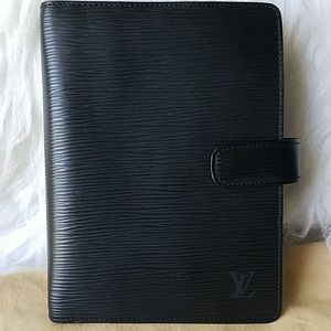 Louis Vuitton Agenda MM on EPI black